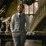 Dumbledore em Hogwarts em cena de Animais Fantásticos: Os Crimes de Grindelwald
