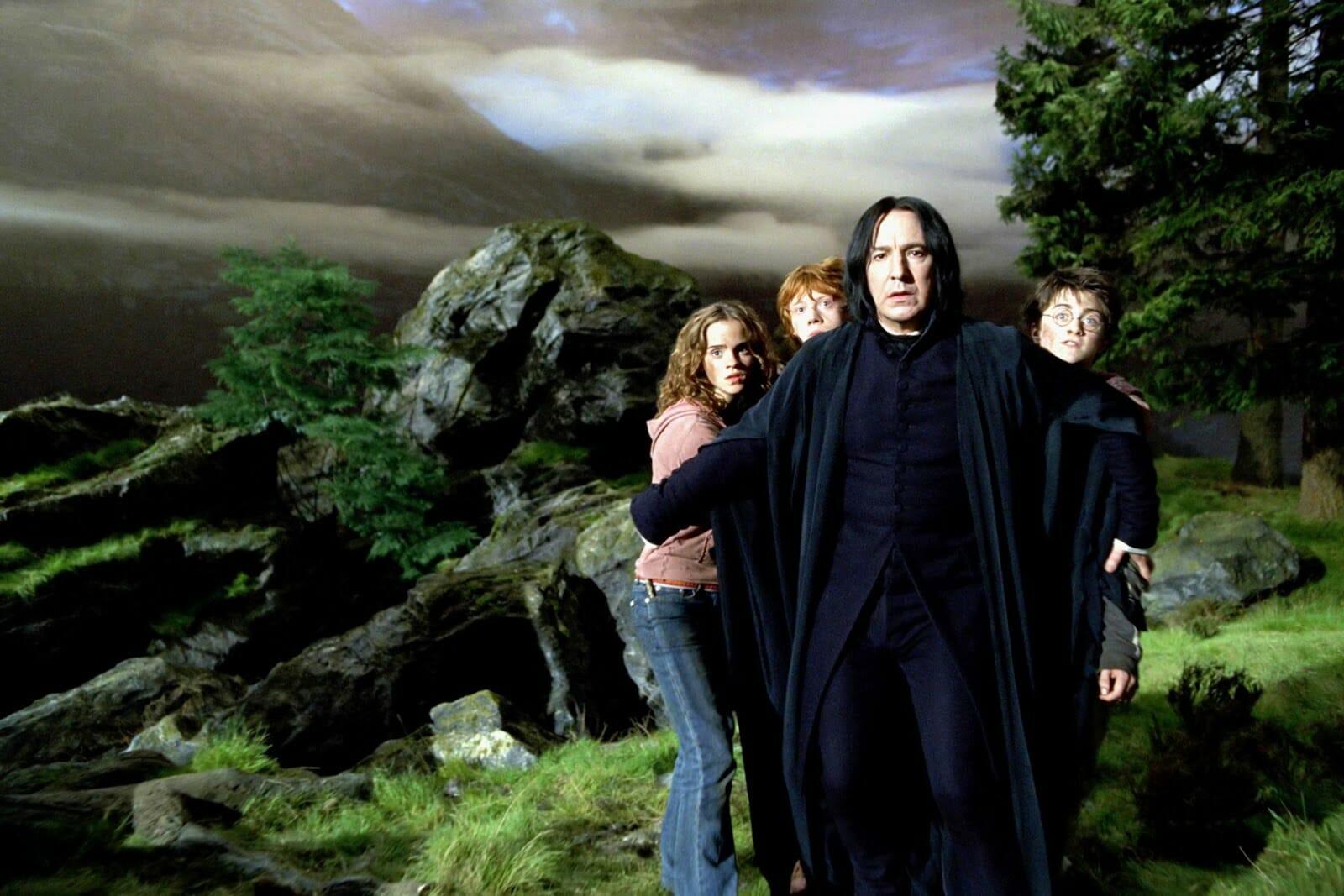 Severo Snape protege Harry, Rony e Hermione